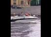 В Петербурге на вечеринке девушку на катере сбил с ног мост, удар пришелся по лицу, видео