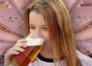 Россиянка устроила пьяный дебош в самолете, пассажирам пришлось обмотать ее скотчем: детали