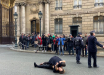 """""""Остановите войну Путина"""", - в Париже голые активистки Femen прорвались к Елисейскому дворцу"""