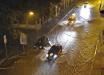 На Харьков обрушился сильнейший ливень – улицы города затопило, люди передвигались на надувных матрасах