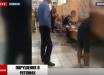 """Женщина устроила """"спектакль со смертью"""" на избирательном участке в Киеве – видео"""