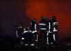"""На """"Барабашово"""" горели десятки павильонов: кадры, как в Харькове ночью бушевал пожар 4-го уровня опасности"""