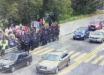 В Киеве на мосту Метро произошли стычки людей с полицией: движение было перекрыто, есть арестованные