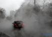 """""""Топят снег, чтобы быстрее растаял"""", - в Киеве опять прорвало трубу с горячей водой, в соцсетях показали видео"""