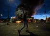 Бунт в США вышел из-под контроля: толпы жгут полицейские участки, громят банки и магазины, видео