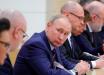 Сеть насмешила реакция российских чиновников при виде Путина