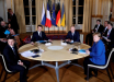 Вооруженный человек постоянно следил за Путиным на нормандском саммите в Париже