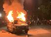 Погромы в США достигли Нью-Йорка: кадры, как возмущенная толпа громит машины и бьется с полицией