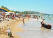 В курортной Кирилловке на отдыхающих нападают морские блохи, видео