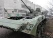 В России пьяные срочники на БМП сбились с пути и разнесли бетонный забор аэропорта: появилось видео