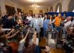 """Порошенко проголосовал и послал сигнал врагам: """"Не позволим"""", - кадры"""