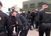 Протесты в Беларуси: в Минске, Бресте, Гомеле люди вышли на улицы и бьются с ОМОНом, видео
