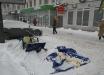 В Киеве разгромили палатку одной из партий, у другой - напали на женщин агитаторов - кадры