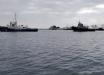 Российские боевые корабли взяли в кольцо украинские буксиры: что происходит