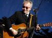 "Лауреат ""Грэмми"" певец Джон Прайн умер от коронавируса: ""Жена Фиона еще борется"""