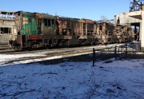 Дебальцево сегодня: разрушенные дома, разорванные снарядами поезда и напряженная тишина
