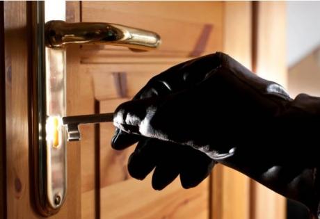 Сезон домушников: как защитить квартиру от кражи?