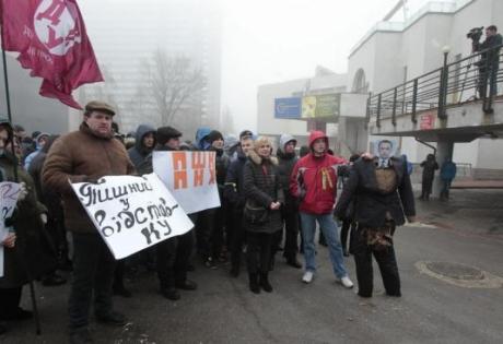 Ощадбанк, руководитель, Киев, пикет, работа, ДНР, ЛНР, отставка