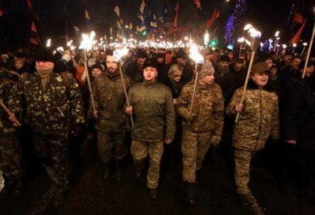 главное, новый год, украина, война, война в донбассе, порошенко, бандера, факельное шествие бандеры, национализм, телеканал интер
