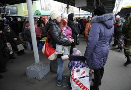 Донецк, Украина, ДНР, Донбасс, АТО, общество, въезд и выезд, автобусное сообщение, Нацгвардия, обстрел, бои