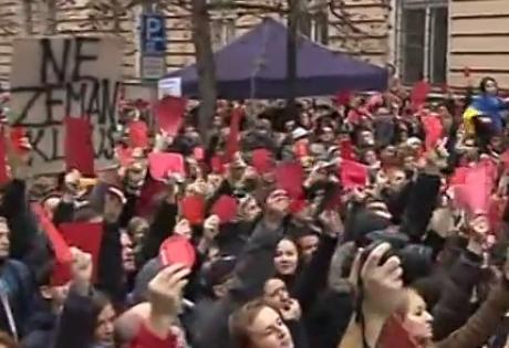 земан, отставка, красные карточки, активисты, яйца, протест