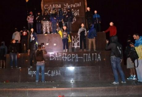 Харьков, Ленин, активисты, памятник, патриоты, лозунги