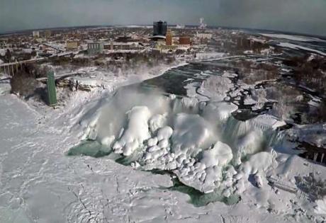 Уникальные кадры: замерзший Ниагарский водопад