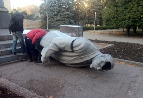 памятник ленину, кривой рог, общество, происшествия, новости украины