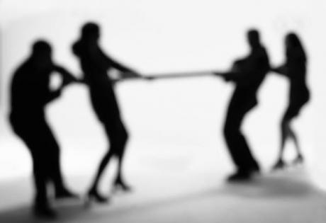 ИноСМИ, политические элиты, конфликт, политические преследования,суициды