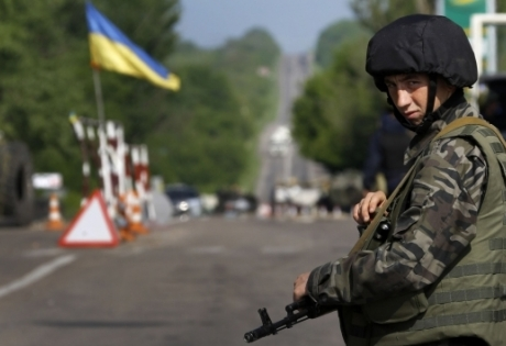 Чем грозит украинцам введение военного положения: всеобщая мобилизация и тотальный контроль