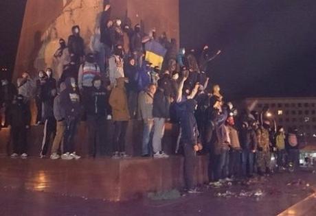 харьков, происшествия, памятник ленину, новости украины, футбольные ультрас